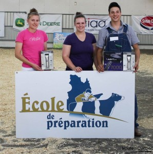 École de Préparation winners, from left to right: Lydia Auger (3rd), Julie McFarlane (Winner), Francis Blanchette (2nd). Photo credit: Holstein Quebec.